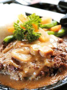 Burger with mushroom cream - L'Hamburger con crema di funghi è gustosissimo e si presta a quei momenti in cui ci assale la voglia di qualcosa di gustosissimo, veloce e facile! #hamburgeraifunghi