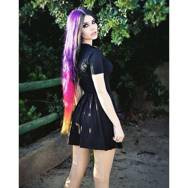 "( ☞ 2017 ) ☆ HOT BEAUTIFUL GIRL ☆ DAYANA CRUNK MELGARES IN A MINISKIRT. ) ☆ Dayana Sabrina Mendoza Moncada - Sunday, June 01, 1986 - 5' 9"" 119 lbs 36-25-35 - Caracas, Venezuela."