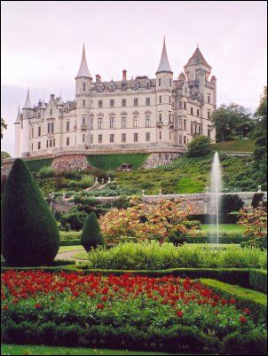 Dunrobin Castle is located a mile north of Golspie in Sutherland on the east coast of northern Scotland, about 90 minutes north of Inverness.  Seat of the Earls and Dukes of Sutherland, this beautiful castle with a French influence sits looking out across the North Sea and is well worth a visit. With 189 rooms, it is the largest house in the Northern Highlands. Parts of it date back to the 1300s.