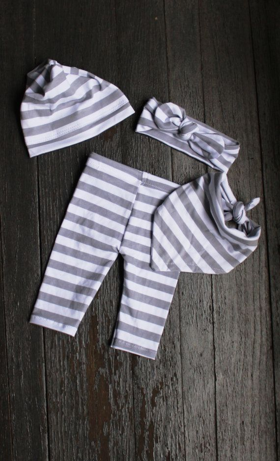 White and Gray Stripe baby outfit/Gender Neutral Baby Clothes/Coming home outfit/newborn outfit/ Leggings/Gender Neutral Leggings/