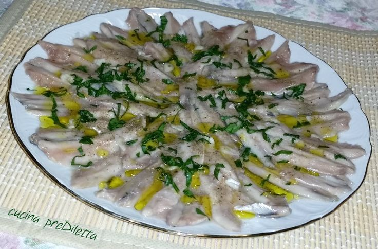Le alici marinate crude (in dialetto catanese masculini cunzati) sono un piatto della cucina siciliana, in modo particolare della cucina catanese. Le ......