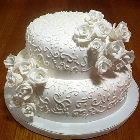 #Wedding #fondant #roses #cake by Volován Productos  #instacake #Chile #puq  #VolovanProductos #Cakes #Cakestagram