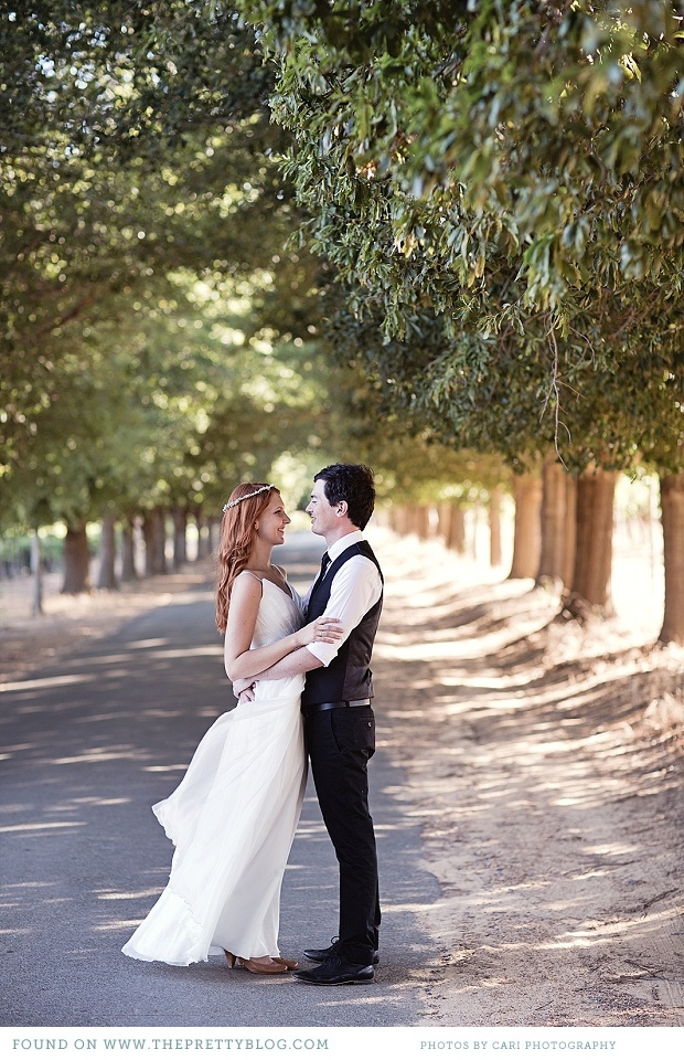 Couple shoot with trees in background | Photo: Cari Photography