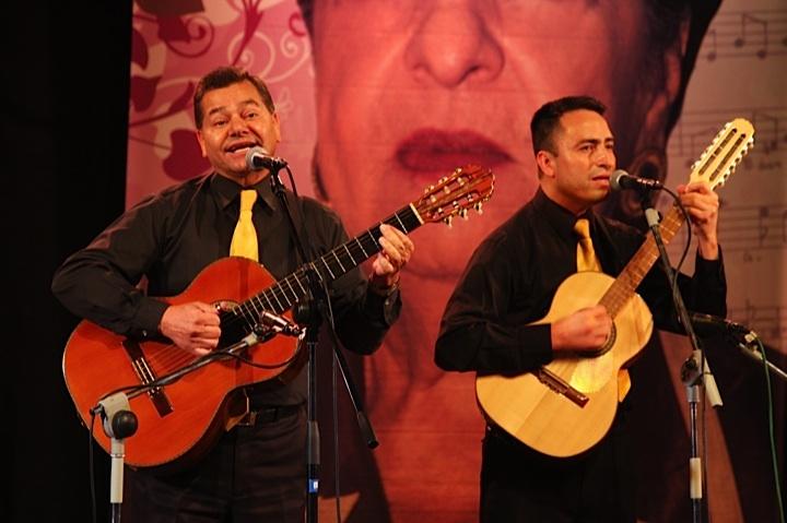 Trío fantasía canta Mi casta, del poeta Luis González, por Grupos mixtos. Crédito Milton Ramírez (@FOTOMILTON) MinCultura 2012.