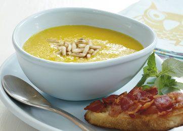 Græskarsuppe med baconbrød - opskrift på lækker, cremet suppe