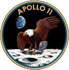 Apollo 11 war eine Raumfahrtmission im Rahmen des Apollo-Programms der US-amerikanischen Raumfahrtbehörde NASA und der erste bemannte Flug zum Mond, der eine Landung und eine sichere Rückkehr auf die Erde zum Ziel hatte. Die Mission verlief erfolgreich und erfüllte die 1961 von US-Präsident John F. Kennedy erteilte Aufgabe an die Nation, noch vor Ende des Jahrzehnts einen -----1
