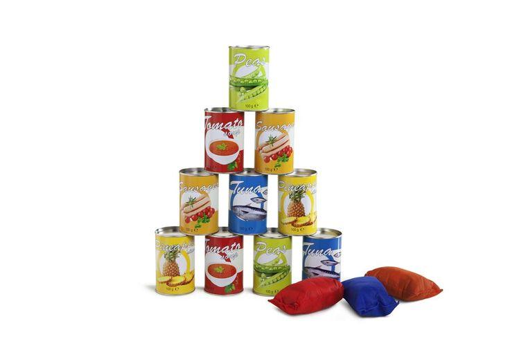 JUEGO DE PUNTERIA DE TIRO A LAS LATAS Lanzar latas ¡es estupendo! Y aún más con esta edición especial. Marca puntos volcando las latas. ¿Puedes volcarlas todas de una sola vez? Recomendado para más de 3 años. Medidas aproximadas: caja 39x22x7, lata 10 x 6 cm Materiales: Textil Metal Edad recomendada: A partir de 3 años http://www.babycaprichos.com/juego-de-punteria-de-tiro-a-las-latas.html