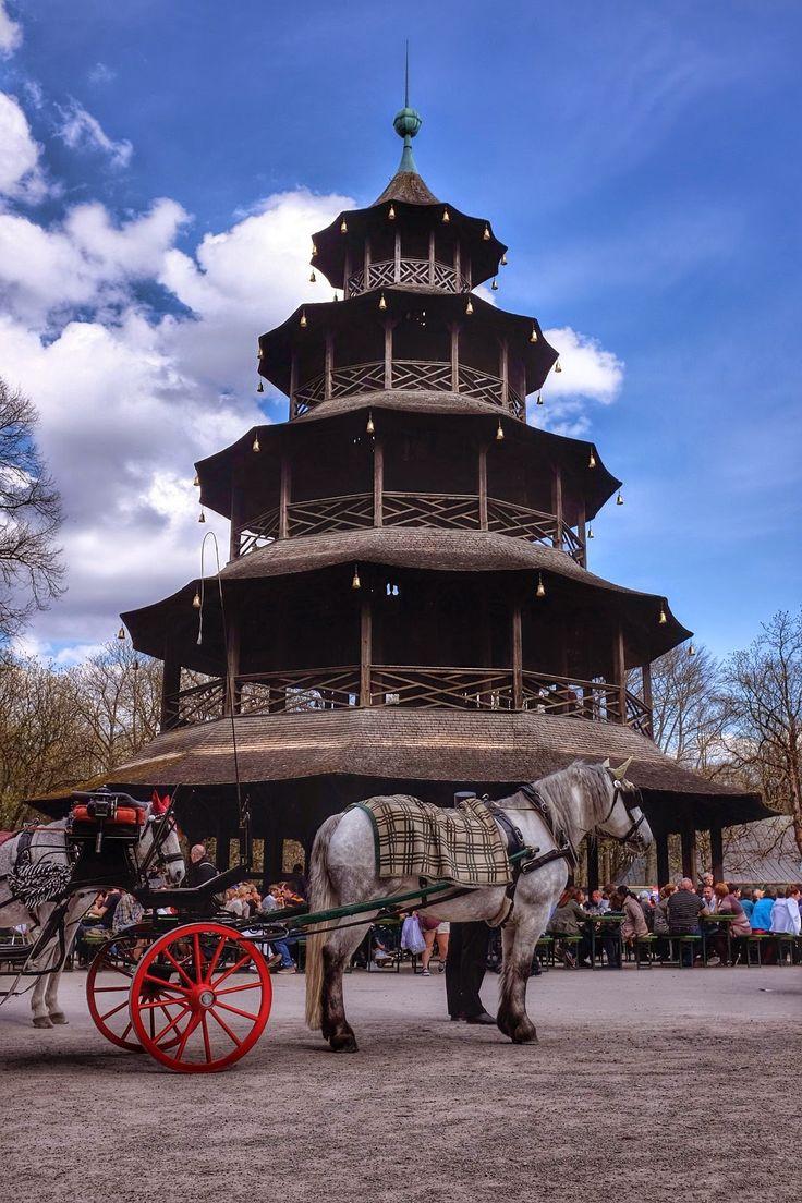 Chinesischer Turm Biergarten...Munich's Englischer Garten (city park)