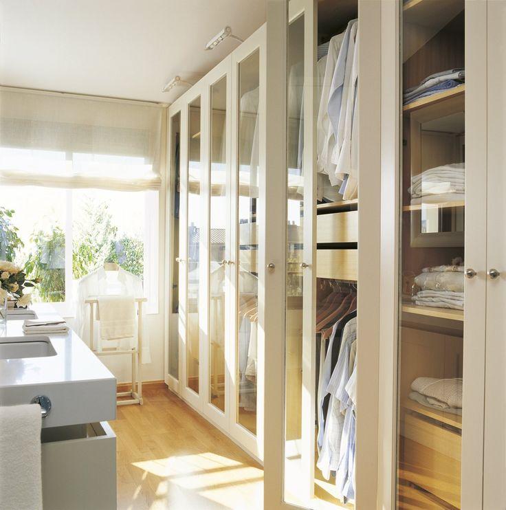 Gana un pequeño vestidor · ElMueble.com · Dormitorios  Vestidor dentro del baño.