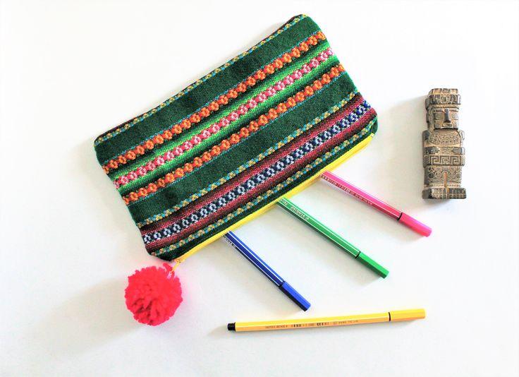 Trousse maquillage, tissu traditionnel, trousse stylos, motif ethnique, trousse multicolore, trousse sac, sac rangement, , trousse makeup de la boutique Underthecocotiers sur Etsy