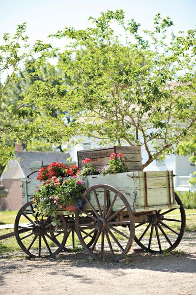 25 best images about antique wagons on pinterest for Things to do with old wagon wheels