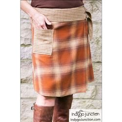 This wrap skirt pattern is offered in three lengths: mini, knee-skimming and tea-length as well as instructions for lengthening the pattern to maxi length. Skirt panels descend from a wide band that wraps and fastens asymmetrically on the front.