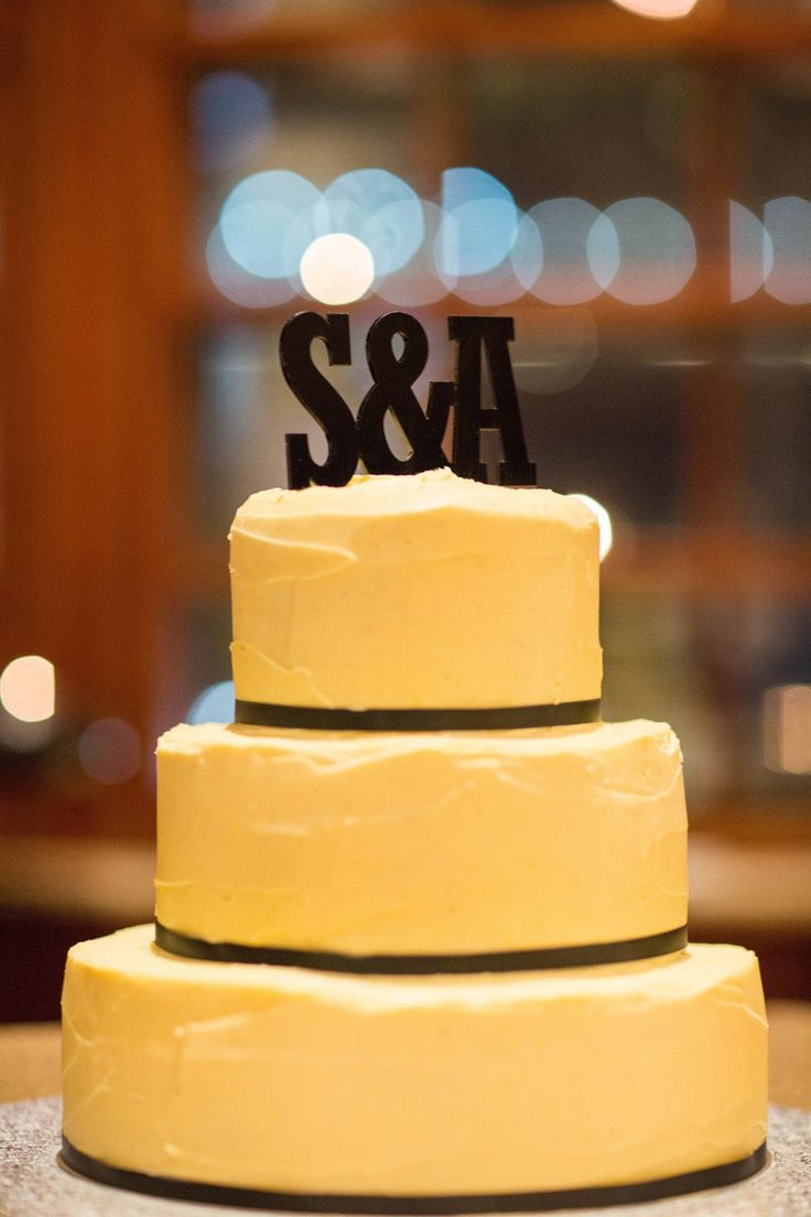 Wedding Cake from Amelia & Sams wedding as feature on Real Wedding by @easyweddings | G&M DJs | Brisbane Weddings #gmdjs at the Brisbane Club
