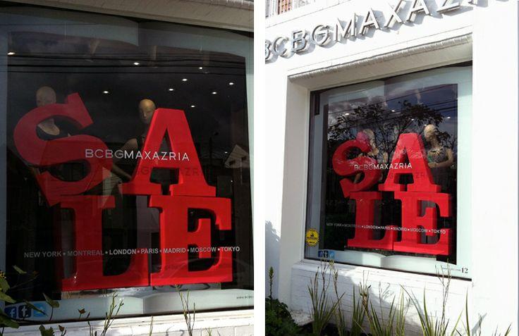 BCBGMAXAZRIA [ VITRINAS ]  Desde su apertura en Colombia en el 2012, esta tienda nos ha encargado la producción de los materiales de vitrina.