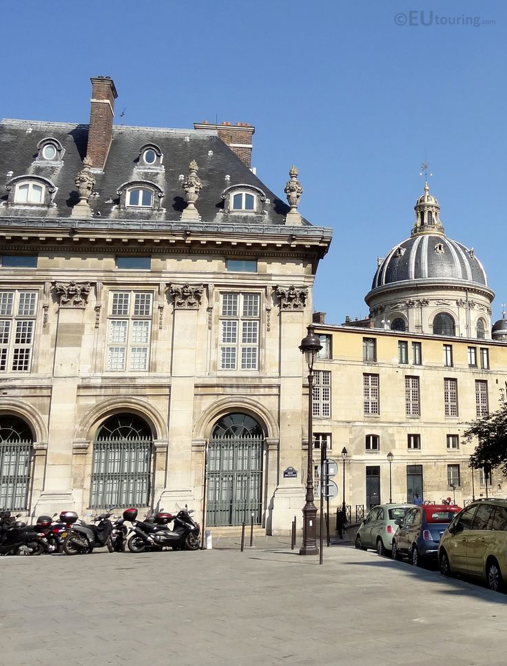 The west wing of the Institut de France, with its dome roof still in view.  More information and details at www.eutouring.com/images_institut_de_france.html