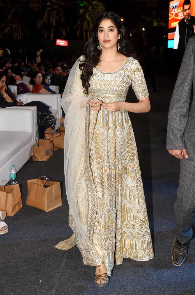 Janhvi Kapoor looked gorgeous in a gold and white anarkali at the event! #bollywood #bollywoodfashion #… | Casual indian fashion, Indian outfits, Bollywood fashion