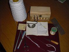 La tecnhnique du boutis est trés facile. Il faut un tissus et le matériel nécessaire de couture et le matériel pour emboutir. Je vais essayer à mon niveau de vous expliquer la méthode. Pour ma part le tissus idéal pour le boutis est la batiste, on peut...