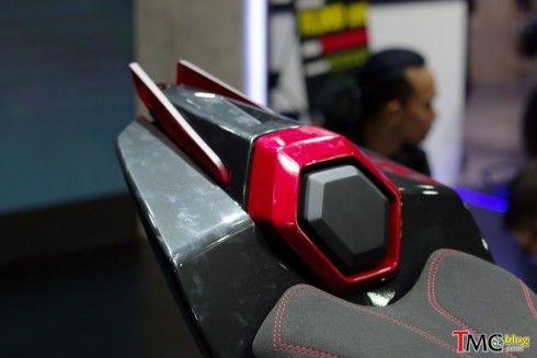 Yamaha M-SLAZ Concept ที่หล่อมากๆ!! โดยแทบจะคงอุปกรณ์เดิมๆไว้หมดไม่ว่าจะระบบเบรค ต่างๆ ไม่ต้องยัดของเทพๆก็หล่อได้  ภาพจาก : TMCblog