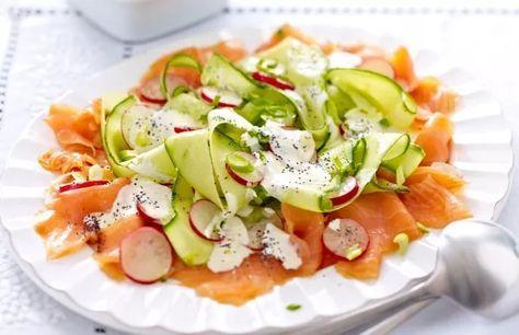 Radijs-komkommer salade met zalm