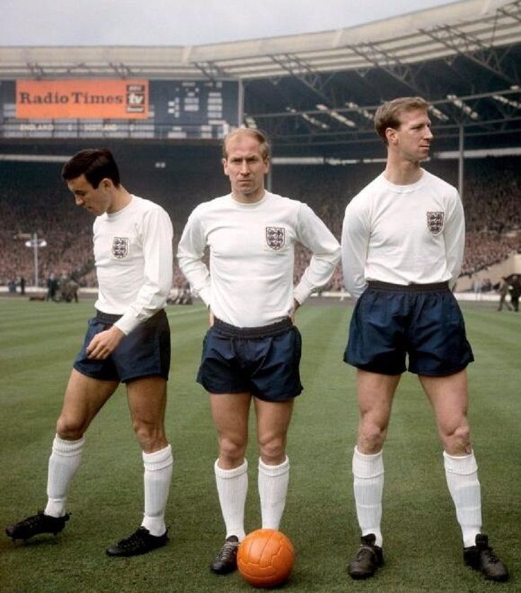 Bobby, Jackie Charlton y Barry Bridges, Wembley 1965.