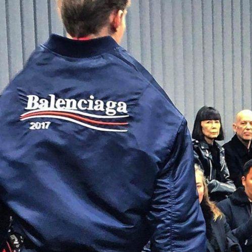 Balenciaga s'inspire du Sénateur Bernie Sanders pour son nouveau logo