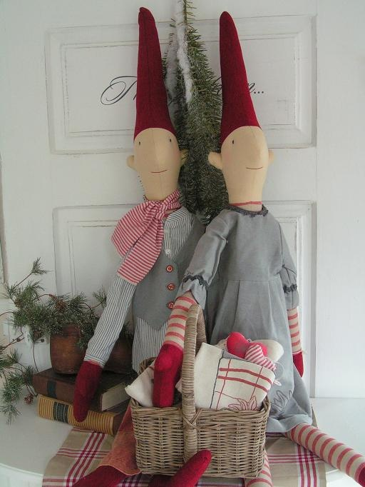 <3 Christmas - Scandinavian style. I adore there little fellows.