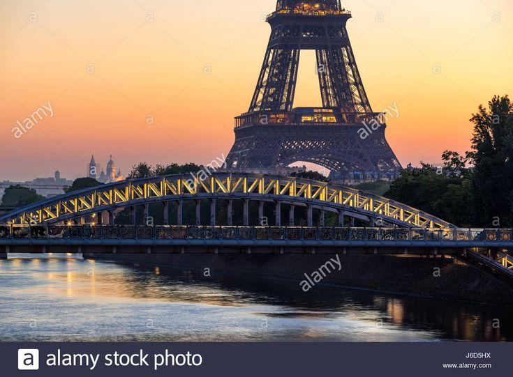 Descargar esta imagen: Amanecer de París con la Torre Eiffel, el puente Rouelle y el río Sena. Francia - J6D5HX de la biblioteca de Alamy de millones de fotografías, ilustraciones y vectores de alta resolución.