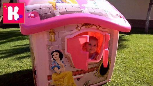 Принцессы Диснея Замок Принцесс большой домик для девочек Катя собирает игрушечный дом во дворе Детский канал Мистер…
