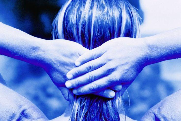 Cómo aliviar el dolor del omóplato con la terapia de puntos de activación | Muy Fitness