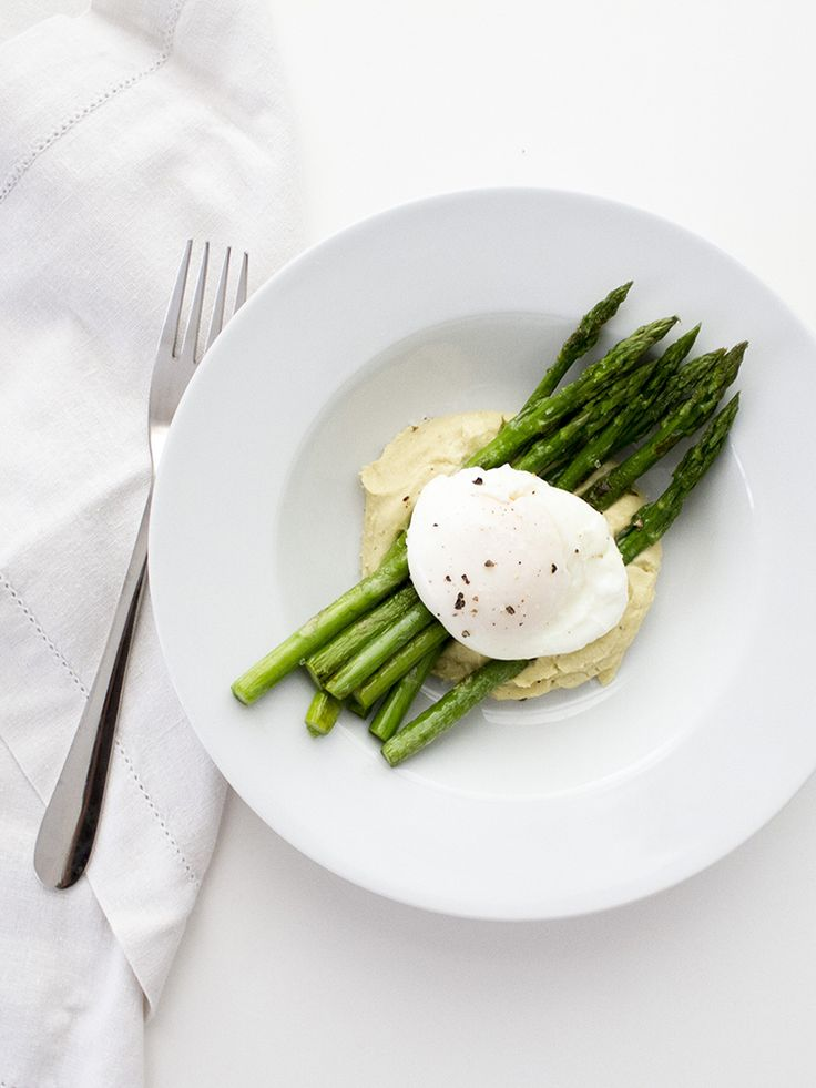 Homemade Hummus, Poached Egg and Asparagus