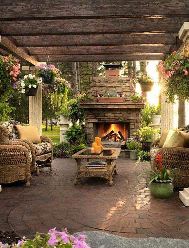 Patio inspiration castle grounds pinterest d co bois for Salon de jardin en bois flotte