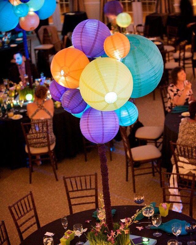 Een tros vol met lampionnen. Originele manier van versiering van je feest. Bekijk onze site voor alle mogelijkheden.   #lampion #Weddinginspiration #Weddingideas #Trouwen #Trouwinspiratie  #Trouwdecoratie #Eventdecoration #Styling #Wedding Feest communie Babyshower  inspiraties voor bruiloften