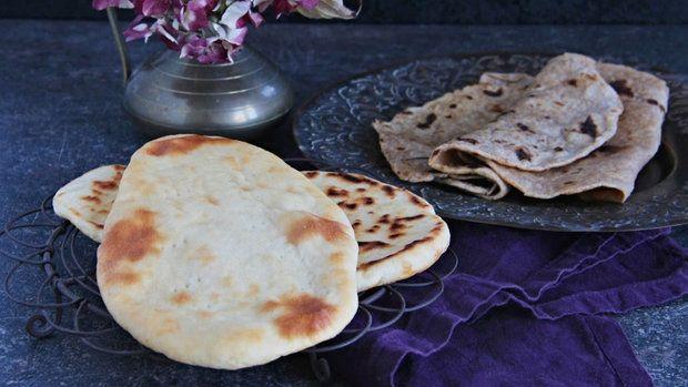 Indické recepty se neobejdou bez známého domácího chleba nán nebo placek čapátí. Příprava není nijak extrémně náročná, nebojte se! :)
