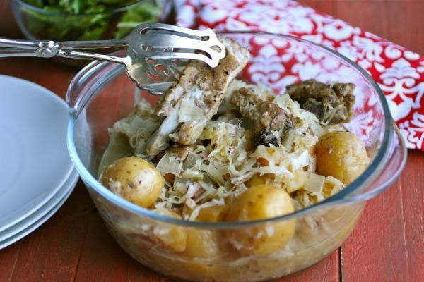 This Sunday dinner recipe for slow cooker potato, sauerkraut and spareribs is a delight! And it comes just in time to celebrate the new year!