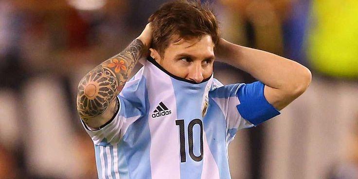 Hristo Stoichkov, Sang legenda Barca ini meminta Lionel Messi mencabut keputusannya untuk pensiun dari Argentina.