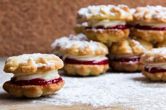 Shortbread sandwich cookies with raspberry jam