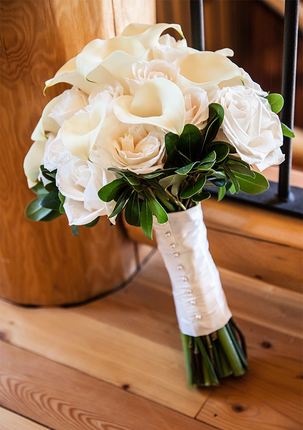 Creamy calla lilies and blush roses