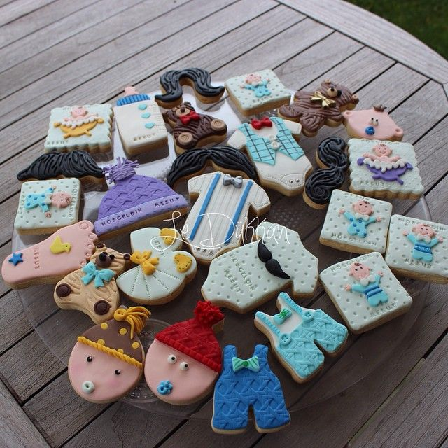 #hoşgeldin #mesut #bebek #babyshower#cookies#kurabiye#şekerhamuru#babyboy#instacookie#cookiesofinstagram#fondantart#mustache#bıyık#decoratedcookies#cookieart#instafood#baking#instakids#newborn#bere#zıbın#teddybear#ayıcık#ayak#stencil#edibleart#welcome