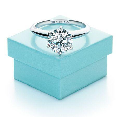Diese Verlobungsringe krönen jeden Heiratsantrag. Einfach diese Seite auf dem Computer geöffnet lassen und dem Liebsten unter die Nase halten!