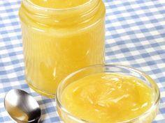 Een Engelse specialiteit gemaakt van citroen, boter, suiker en eieren. Heerlijk bij scones, in desserts of gewoon op de boterham.