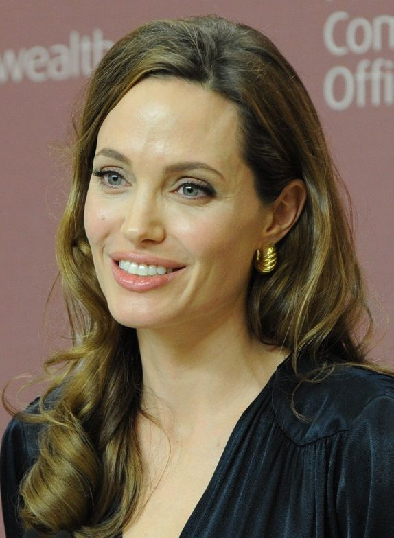 Angelina Jolie plastic surgery allowed the actress does to not appear as a day over thirty. At thirty eight years old, she has never looked better. #AngelinaJoliePlasticSurgery #AngelinaJolie #aerobiker