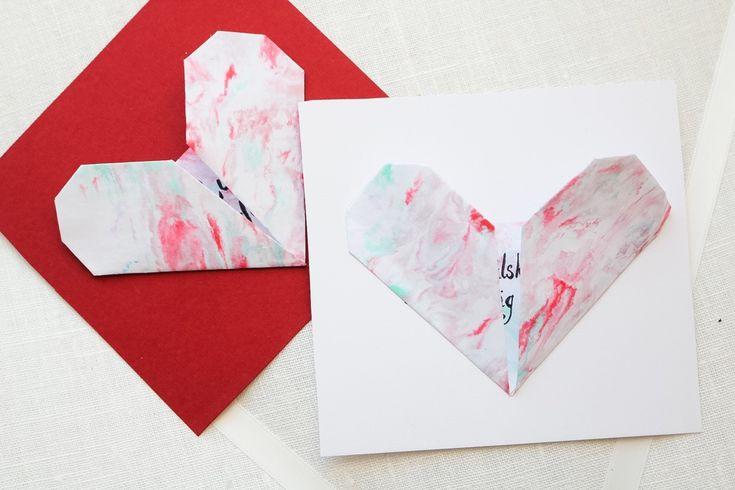 Origamihjärta av marmorpapper Idag blir det mera Hjärtpyssel på bloggen! Två saker som jag velat testa väldigt länge…Origami, dvs vika papper på japanskt vis,...