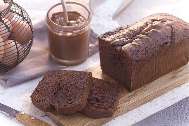 Il plumcake alla Nutella è un goloso dolce preparato con la famosa crema di nocciole ideale per la colazione o la merenda.