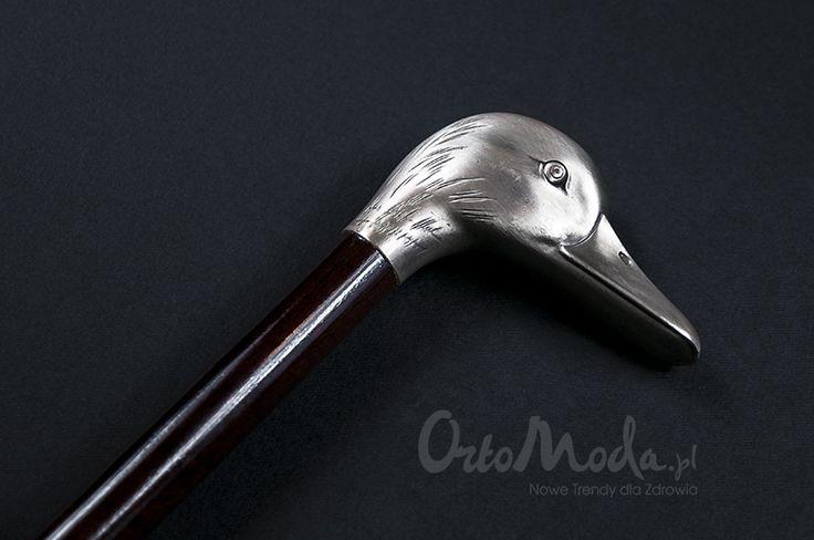 Elegancka laska inwalidzka dla miłośników dzikiego ptactwa. Posrebrzana rękojeść dobrze jest dopasowana do dłoni.Trzon drewniany, brązowy, wykonany z egzotycznego drewna.