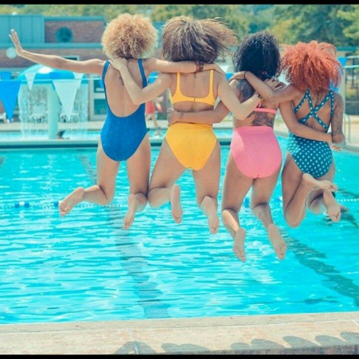curl friends, naturalistas, natural, pool, summer, friends, sista-friends