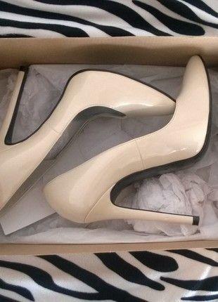 Kup mój przedmiot na #vintedpl http://www.vinted.pl/damskie-obuwie/na-wysokim-obcasie/10868003-lois-point-court-high-heels