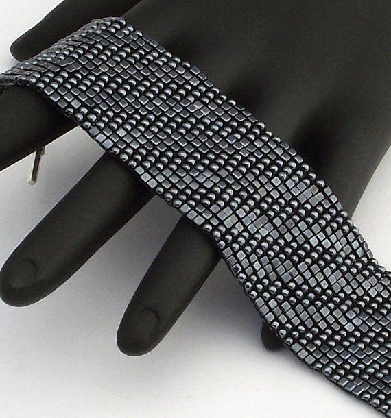 Carré au point Bracelet en perles, diagonales texturés, hématite (fait à la commande)