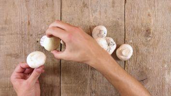 Is dit het beste aperitiefhapje ooit? Zo maak je gepaneerde Parijse champignons - HLN.be