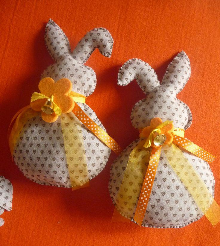 Felt Easter bunny tutorial Coniglietto di Pasqua tutorial realizzato da giuseppina ceraso https://crocettando.wordpress.com/2015/03/01/tutorial-coniglietti-di-pasqua-in-pannolenci/
