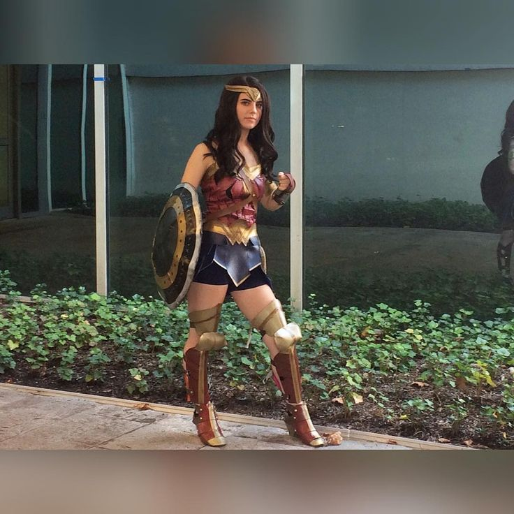 I think it's funny that after I finished Wonder Woman I said that I'm never doing a cosplay that involves armor again but here we are. Prepared to make a female Thor cosplay for a friend. And making Lady Loki's diadem. :) . . Character: Wonder Woman . . . . . #cosplay #cosplayer #dc #dccomics #comics #comiccosplay #dccosplay #wonderwoman #wonderwomancosplay #dianaprince #diana #justiceleague #wig #makeup #hvff